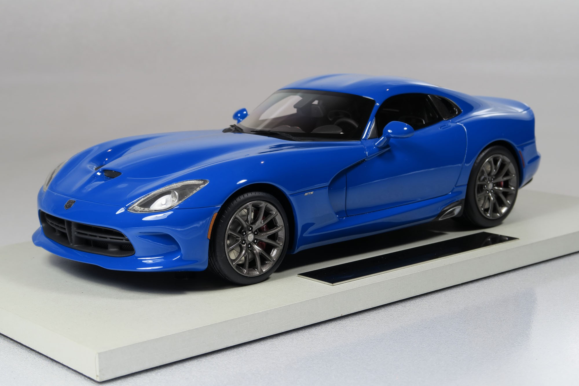 top marques collectibles dodge viper srt 1 18 blue top15b. Black Bedroom Furniture Sets. Home Design Ideas
