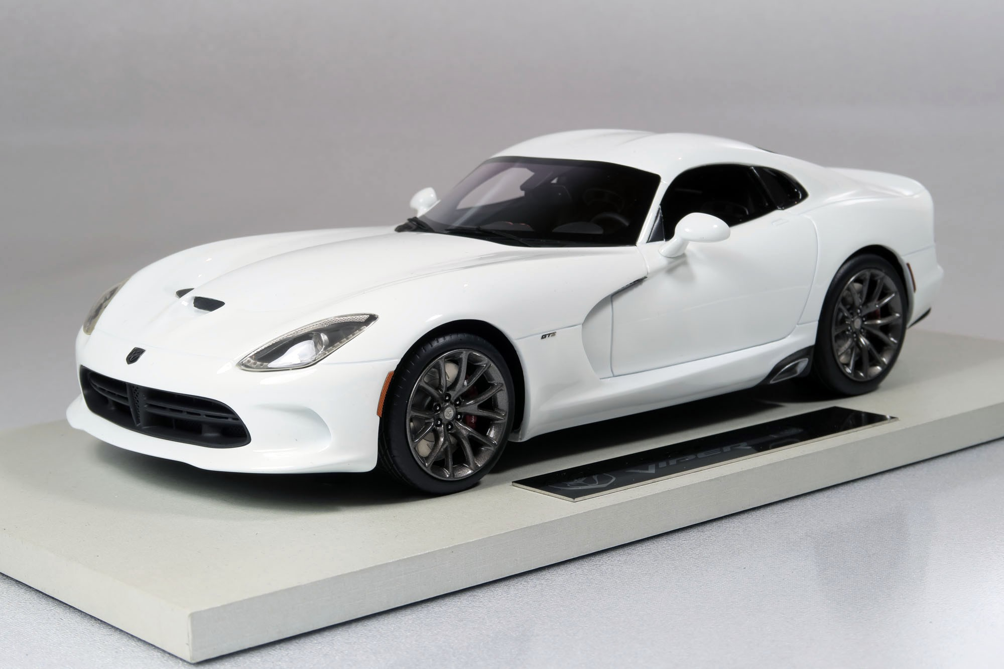 top marques collectibles dodge viper srt 1 18 white top15c. Black Bedroom Furniture Sets. Home Design Ideas