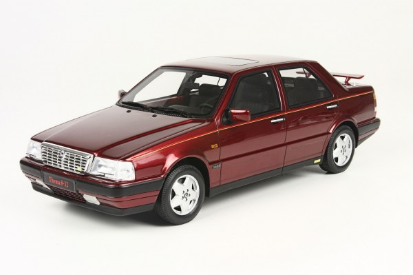 Lancia Thema red